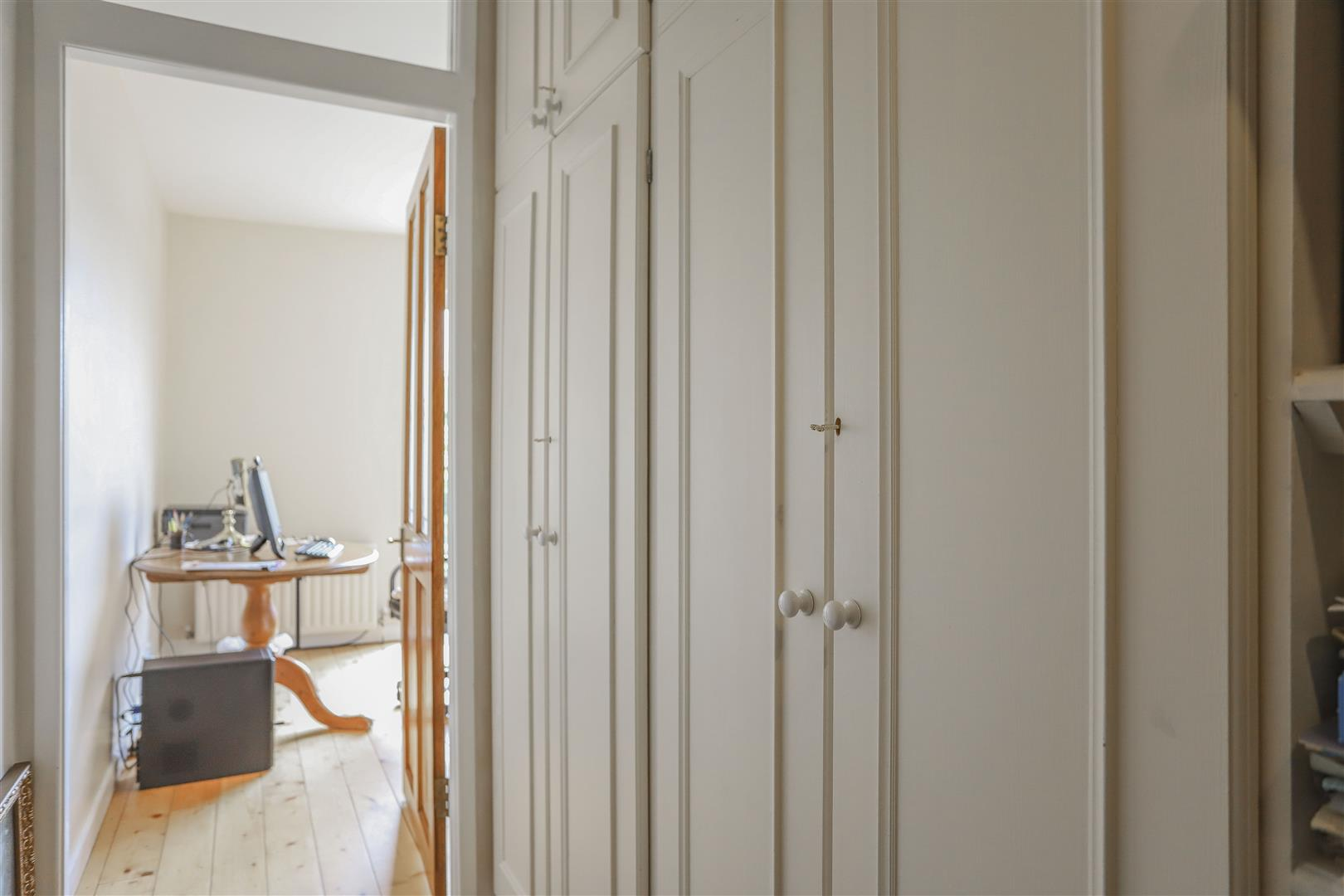 5 Bedroom Detached House For Sale - 31.JPG